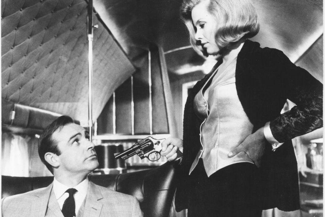 'Bond Girl' Honor Blackman qua đời